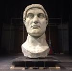 Tête de Constantin, copie de la tête d'une statue géante