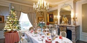 La salle à manger du musée Willet-Holthuysen, où le couvert est mis; on en est aux desserts (qui sont vrais, faits par le meilleur pâtissier de la ville)...